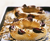 Bread rings with red onions