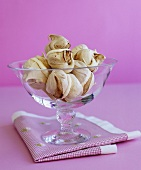 Chocolate meringues with lemon cream filling