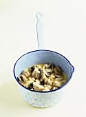 Poulet à la crème (Chicken and mushrooms in cream sauce)