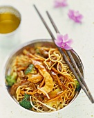 Beef with crevettes, vegetables and egg noodles