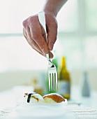 Sushi mit Gabel essen