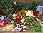 Zutaten der arabischen Küche (Kräuter, Gemüse, Obst)