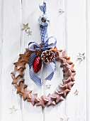 A door wreath made of gingerbread stars