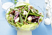 Bean salad with beetroot, tuna and quails' eggs