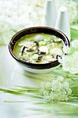 Mustard soup with leek and shiitake mushrooms
