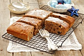 Honey cake with raisins