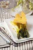 Green asparagus with parmesan chips