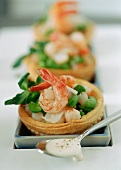 Mini tartlets filled with prawns and soya beans