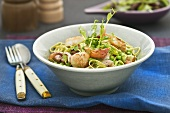 Noodles with shellfish, peas and bacon