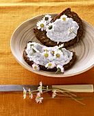 Bread and quark with daisies