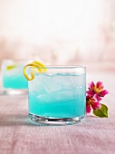 Ice Blue Cocktail mit Likör