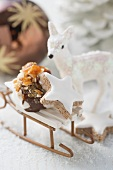 Cinnamon star & meringue with nut brittle on small sleigh