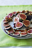 Cheesecake with fresh figs and fruit syrup