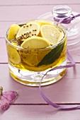 Zitronen in Olivenöl eingelegt