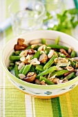A bowl of green bean salad with garlic