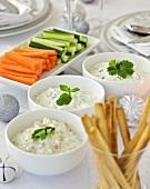 Vegetable sticks with raita, herb- and yoghurt dip