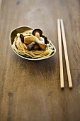 Egg noodles with mushrooms (China)