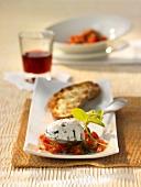 Kürbiskern-Mousse auf Tomaten mit Röstbrot