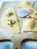 Filling ravioli with courgette and ricotta filling