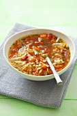 Cabbage soup with tomatoes and pancetta