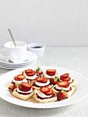 Scones with clotted cream, strawberry jam & fresh strawberries