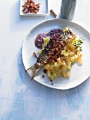 Fried herring fillets with red wine sauce & crushed potatoes