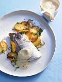 Schellfisch gedämpft mit Senf-Sabayon und Bratkartoffeln