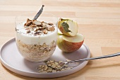 Fresh grain muesli with apple, yoghurt and almonds