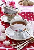 Verschiedene Teetassen Shabby-Look, Sammeltassen