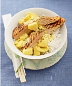 Grilled salmon fillets with pineapple and rice