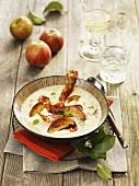 Pikante Apfelsuppe mit Speck und Majoran