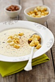 Cheesy cream soup with croutons