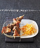Kidney and bacon skewers with grated carrot