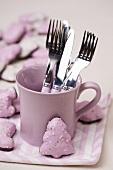 Cutlery in a mug, Lebkuchen