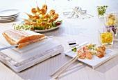 Sashimi und Scampi-Spießchen
