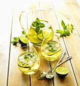 White wine with lime, mint and ice
