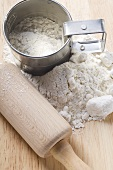 Flour with sieve and rolling pin