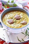 Creamed bean soup with meatballs