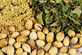 Coriander (seeds, ground seeds and dried leaves)