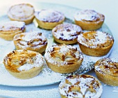 Mince pies on cake platter (UK)