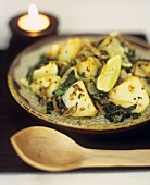 Saag aloo (Indisches Kartoffel-Spinat-Curry)