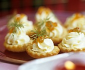 Savoury tarts with cream and caviar filling