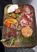 Anti Pasti mit Schinken, Lachstörtchen und Gemüse