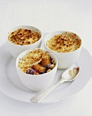 Peach and blueberry crumble with cinnamon