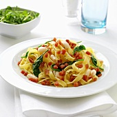 Tagliatelle with spinach, white beans and diced bacon