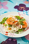 Rice noodles with shrimps and mangetout