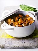 Fleischeintopf mit Karotten und Bohnen
