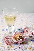 A glass of white wine with amaretti