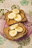 Rye bread topped with peanut butter and bananas