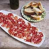 A platter of ham with white bread